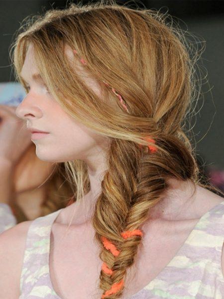 Say nắng cùng kiểu tóc đuôi cá lộn xộn
